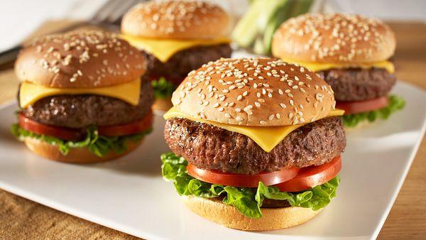 classic-beef-cheeseburgers-horizontal