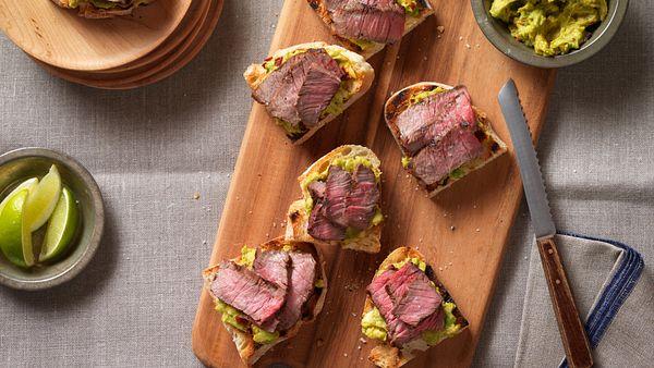 spicy-steak-avocado-bruchetta-horizontal