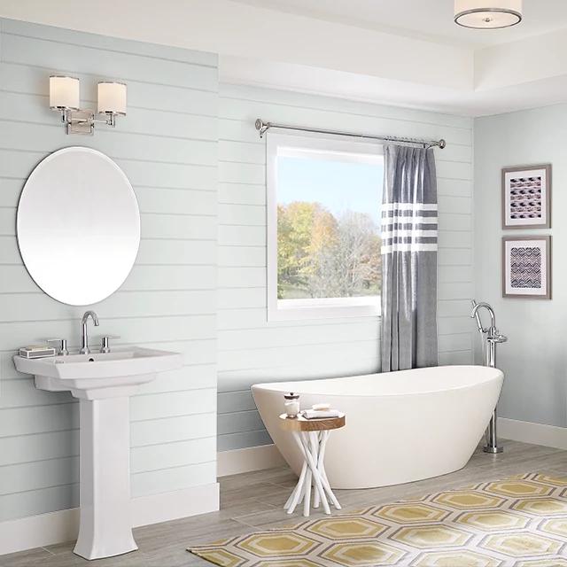 Bathroom painted in REGENCY WHITE