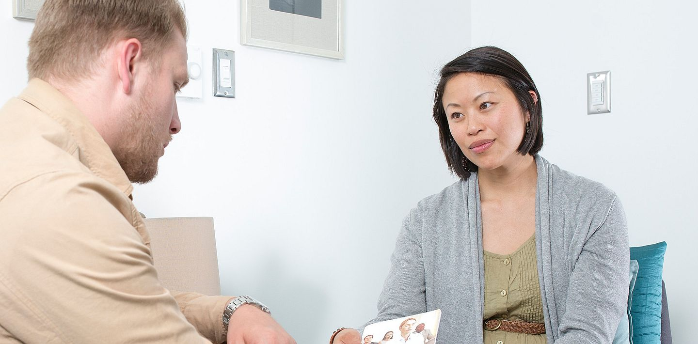 picture of a counsellor meeting with a client