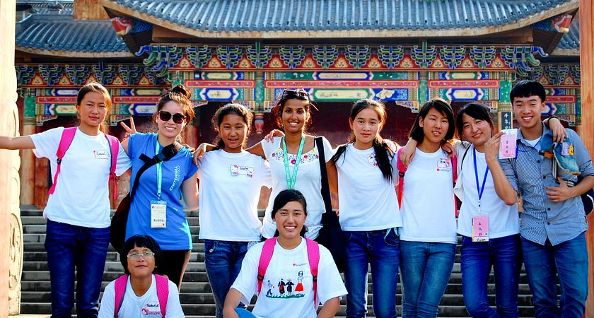 Picture of Centennial College's Global Citizenship and Equity Learning Experience (GCELE) volunteers helping in China.