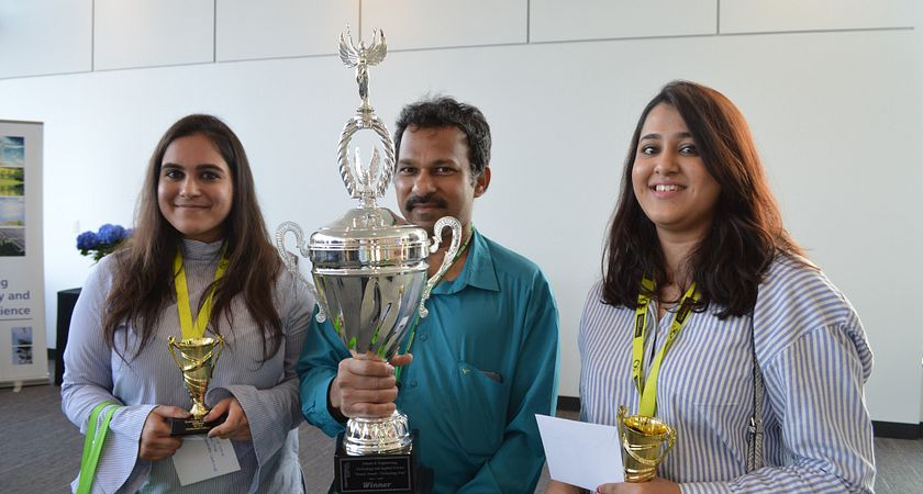 picture of Centennial College students Anushree Ranade and Deesha Daswani winning the Deans Award at the 2017 SETAS Tech Fair