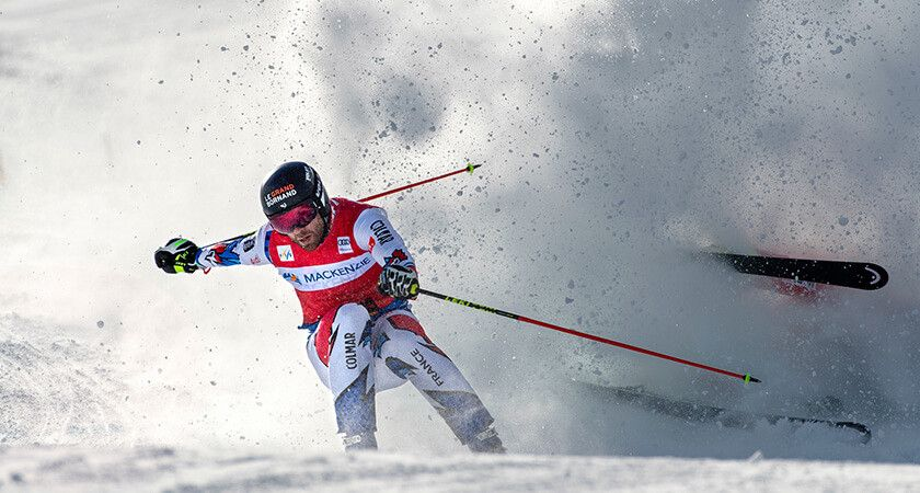 Photo of a skier turning on a tight curve of the skiing track