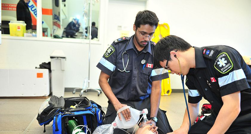 picture of two centennial college paramedic students treating a dummy patient