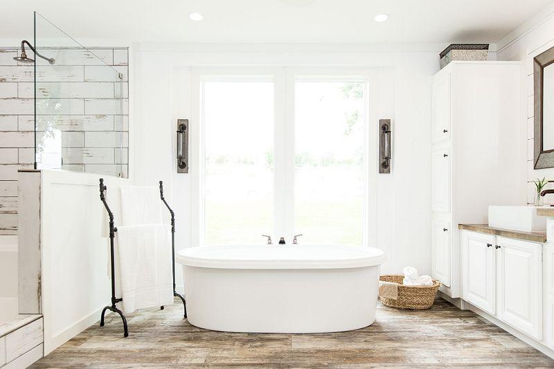 73AFH32663AH_Buccaneer_Lulamae-Master_Bathroom_04