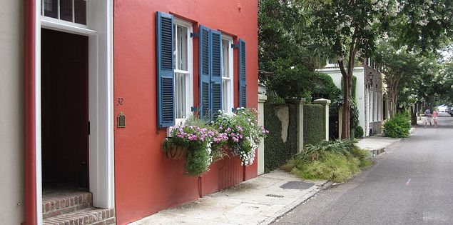 Beautiful streets of Charleston's historic district