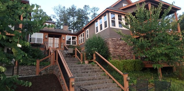 Looking for places to stay in Upstate South Carolina? Check out Three Pines View.