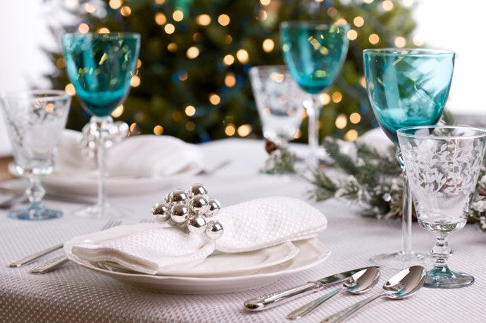 Creating an ideal table setting and seating your guests thoughtfully are two integral parts of providing friends and family a pleasant holiday dining ... & Table Setting Ideas for Christmas | Balsam Hill