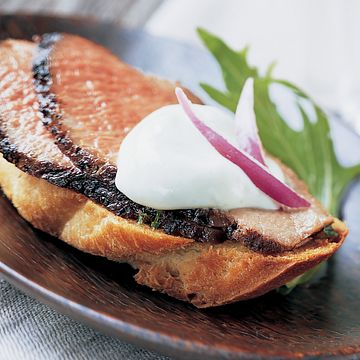 Grilled Sirloin Crostini with Wasabi Sour Cream