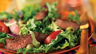 grilled-skirt-steak-salad-with-creamy-avocado