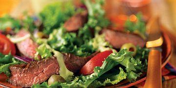 grilled-skirt-steak-salad-with-creamy-avocado-dressing-horizontal.eps