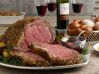 pistachio-crusted-ribeye-roast-with-holiday-wine-sauce-horizontal.tif