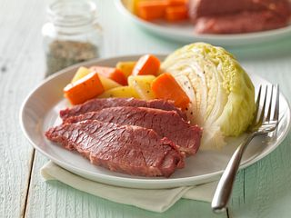 Classic Corned Beef with Cabbage and Potatoes