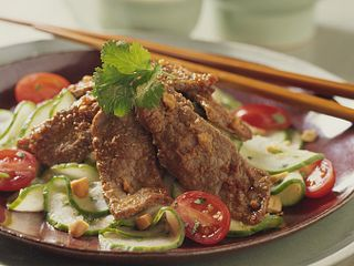 thai-beef-and-cucumber-salad-square.tif