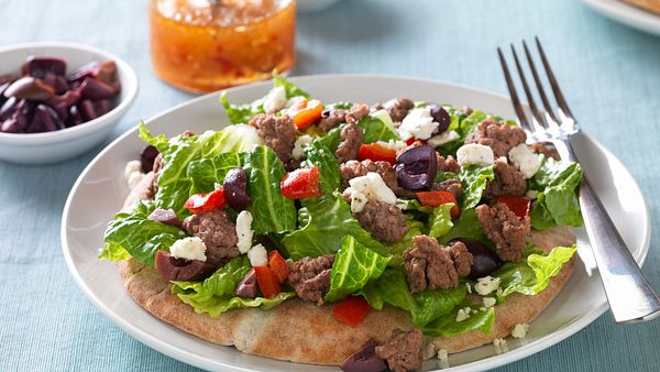 mediterranean-beef-salad-pita-horizontal