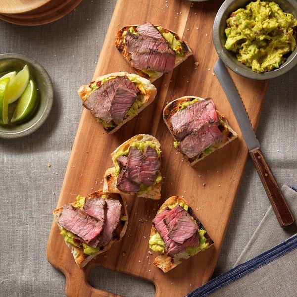 spicy-steak-avocado-bruchetta-vertical