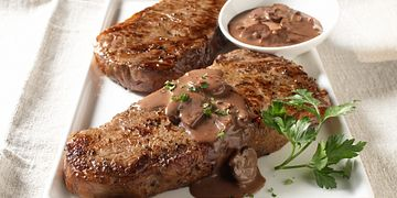 top-loin-steaks-with-red-wine-sauce-horizontal.tif