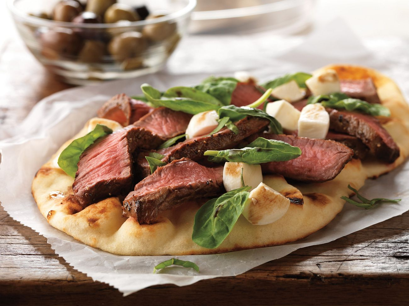 grilled-steak-and-fresh-mozzarella-flatbread