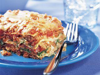 beef-spinach-and-arugula-lasagna-horizontal.eps