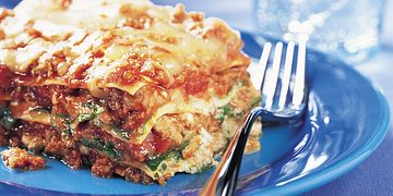 beef-spinach-and-arugula-lasagna-horizontal.eps