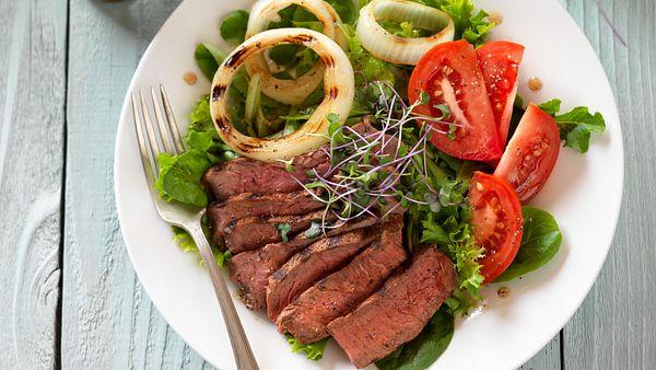 sirloin-steak-and-tomato-salad-horizontal