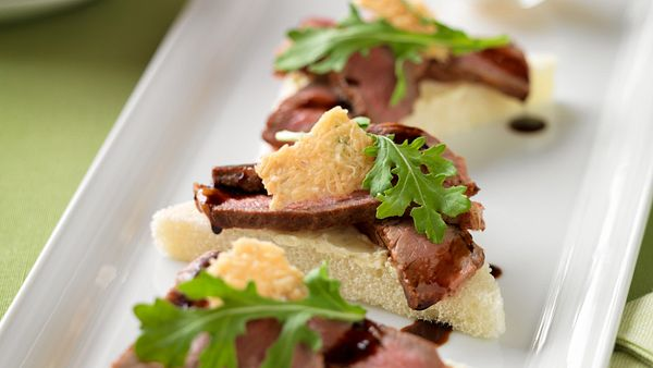 beef-crostini-with-balsamic-drizzle-parmesan-crisps