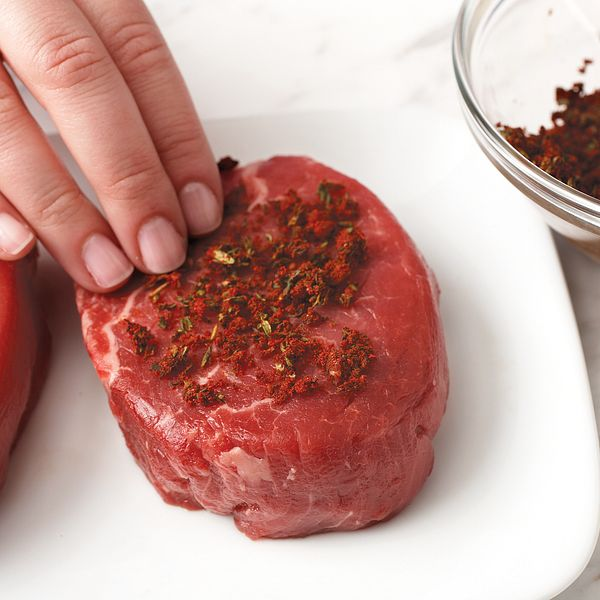 garlic-thyme-steak-how-to-pat-rub-on-steak-horizontal