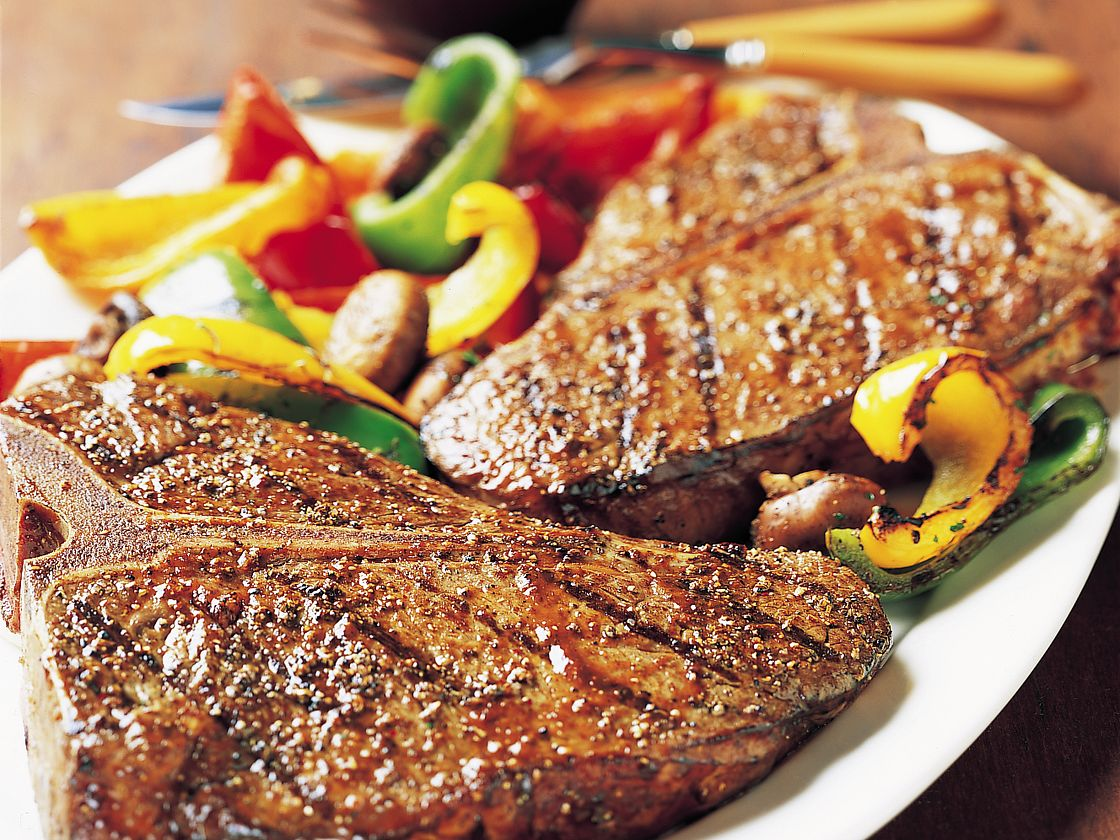 T Bone Steaks With Grilled Vegetables And Steak Sauce,Chicken Breast Calories Per 100g