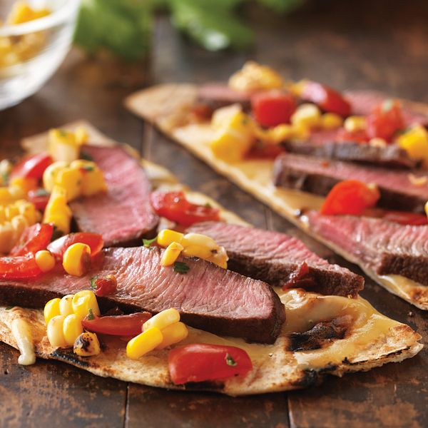 grilled-tequila-steak-pizza