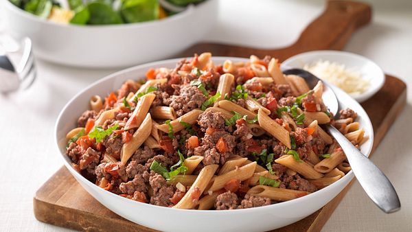 fresh-tomato-beef-and-penne-pasta-horizontal