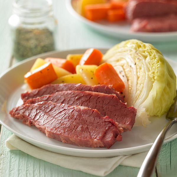 classic-corned-beef-with-cabbage-and-potatoes-square