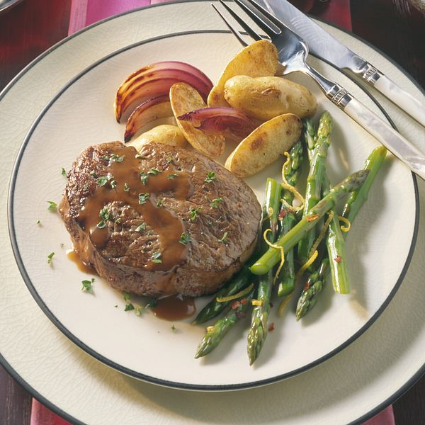tenderloin-steaks-with-red-wine-sauce-horizontal