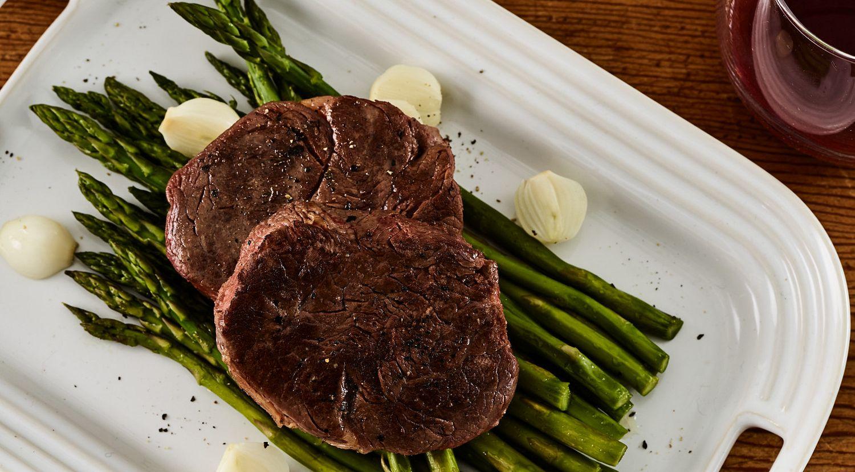 Sous Vide Tenderloin Steaks with Asparagus and Onions