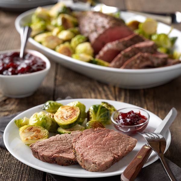 classic-beef-tenderloin-with-cranberry-drizzle-square