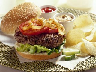 burgers-with-grilled-onions-horizontal.tif