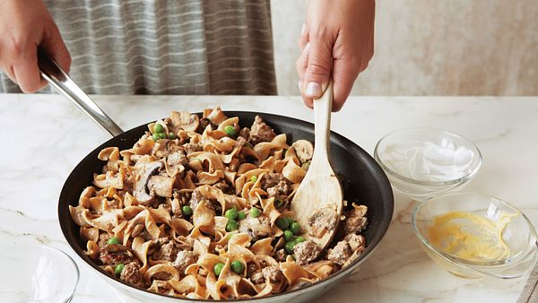 one-dish-beef-stroganoff-step-shot