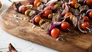 Smoked Steak Skewers with Tomatoes, Onions and Olives