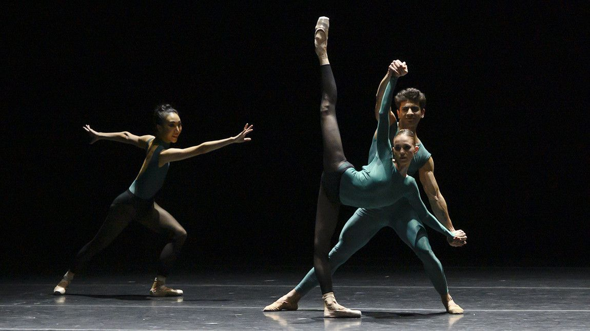 Dancers Yury Yanowsky and Romi Beppu dancing in William Forsythe's In The Middle, Somewhat Elevated. Photographed by Eric Antoniu