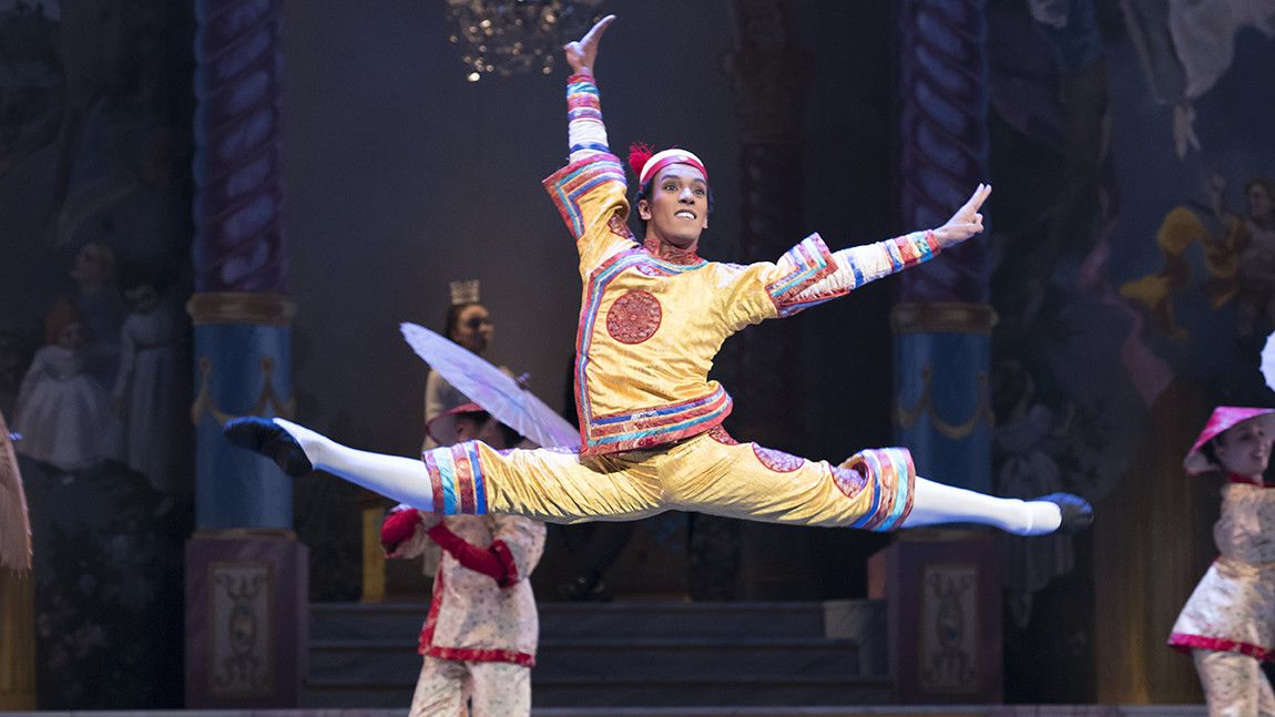 Irlan Silva as Chinese Dancer in Act II