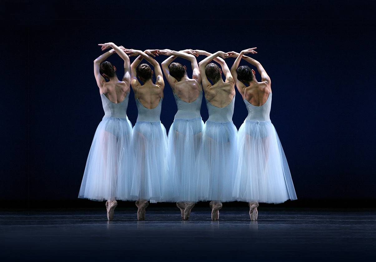 George Balanchine's Serenade ©The George Balanchine Trust. Photo by Marty Sohl