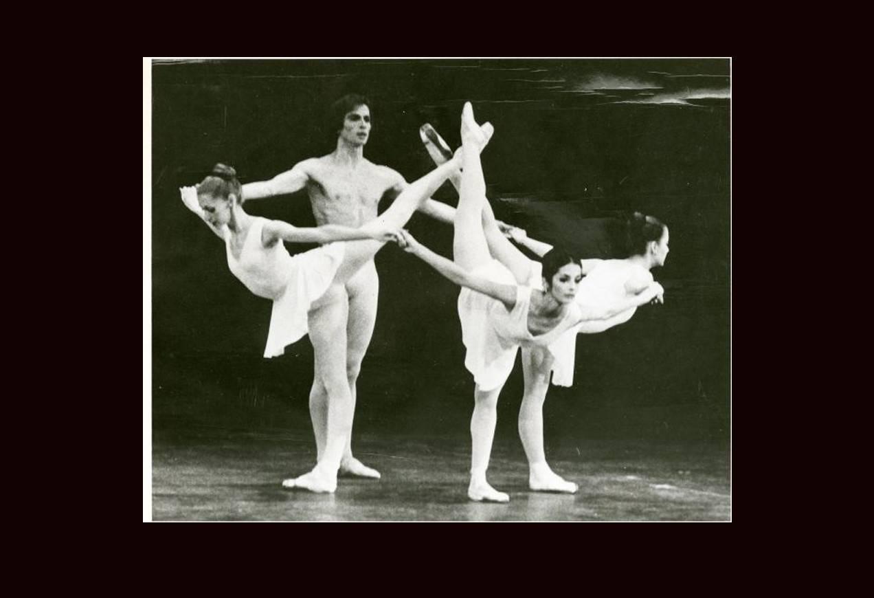 Rudolf Nureyev, Anamarie Sarazin, Edra Toth, Jerilyn Dana in George Balanchine's Apollo © The George Balanchine Trust