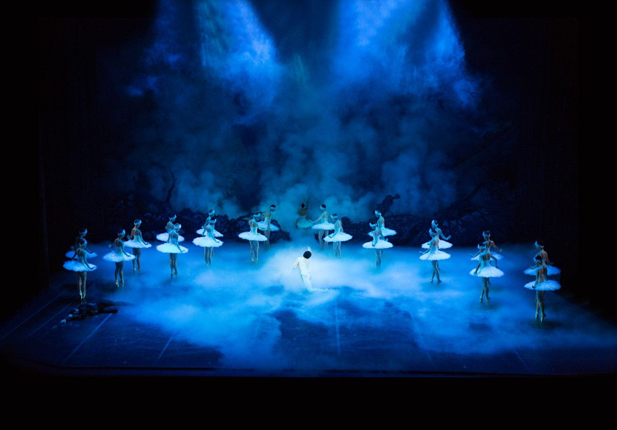 Final Scene in Mikko Nissinen's Swan Lake by Rosalie O'Connor