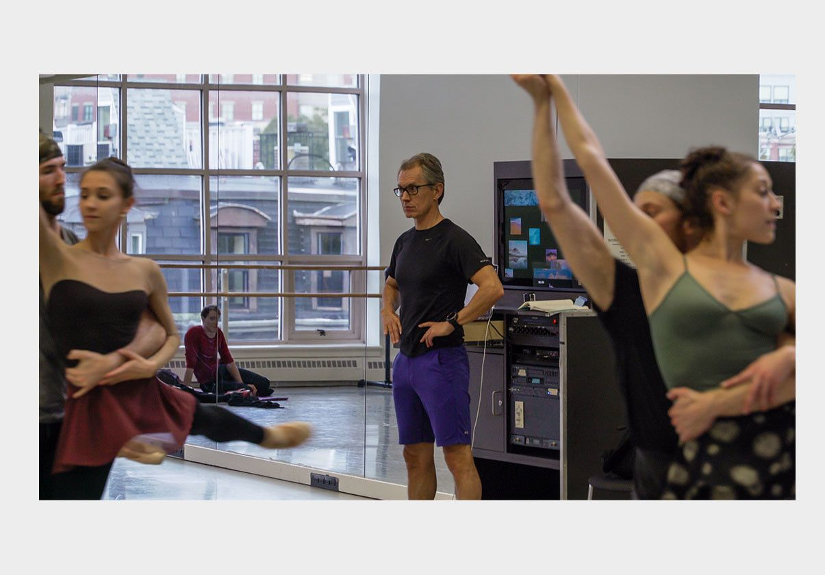 Jorma Elo in rehearsal with Company dancers in 2017. Photo by Ernesto Galan.