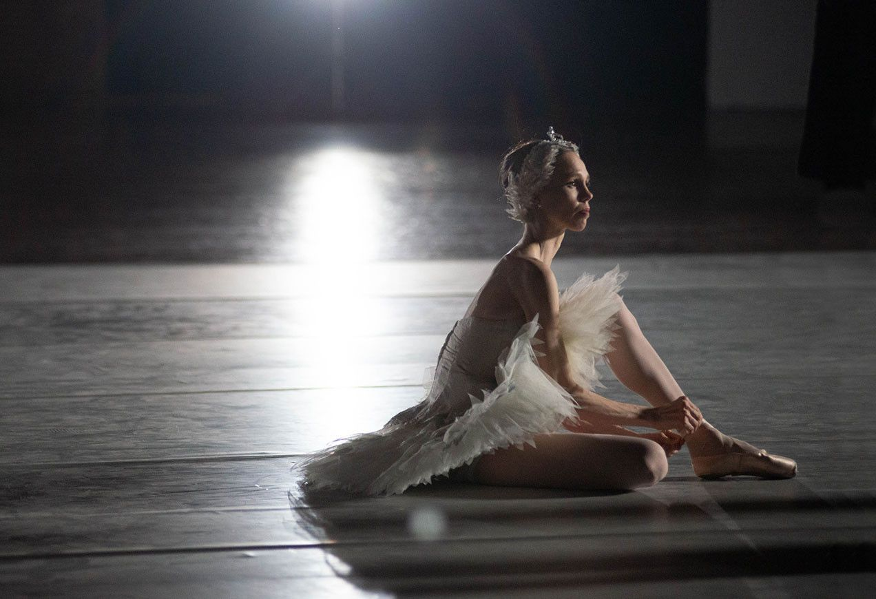 Principal Dancer Viktorina Kapitonova behind the scenes of the 2019–2020 season photo shoot; Photo by Brooke Trisolini