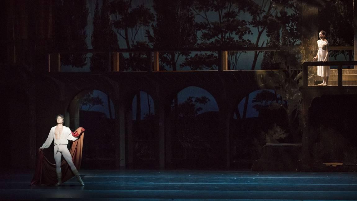 Paulo Arrais as Romeo & Misa Kuranaga as Juliet in John Cranko's Romeo & Juliet.