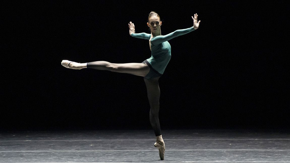 Viktorina Kapitonova in William Forsythe's In The Middle, Somewhat Elevated by Liza Voll