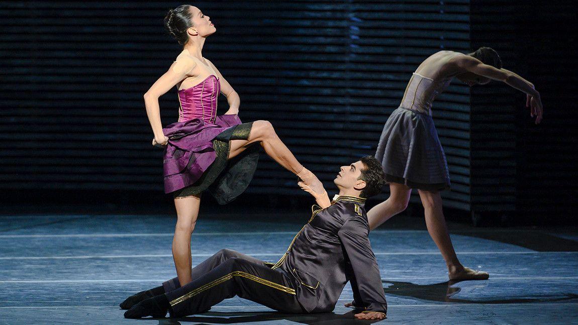 Lia Cirio and Tigran Mrktchyan in Jorma Elo's Carmen