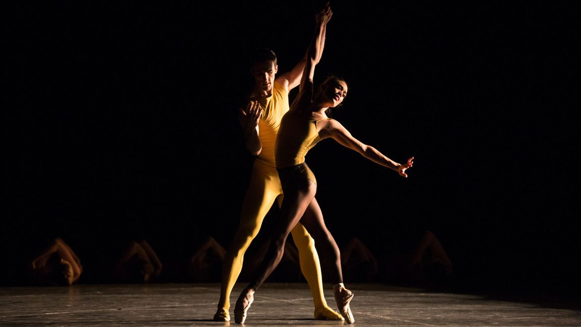 Lia Cirio and Roddy Doble in William Forsythe's Artifact 2017