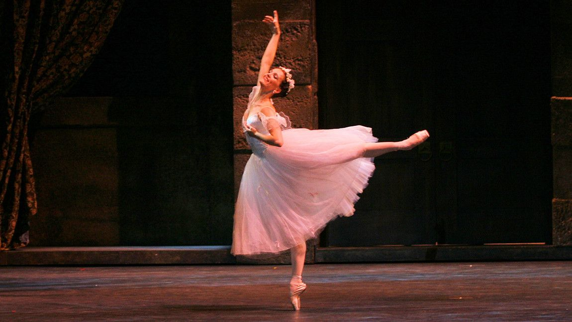 Karine Seneca in August Bournonville's La Sylphide. Photo credit: Sabi Varga ©vargaimages