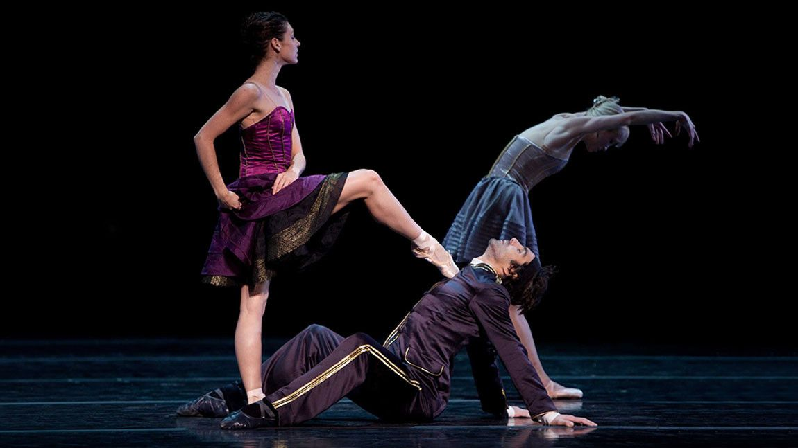 Kathleen Breen Combes and Sabi Varga in Jorma Elo's Carmen/Illusions. Photographed by Rosalie O'Connor
